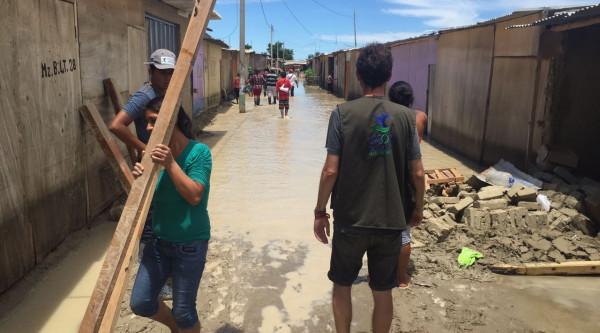 Agua y saneamiento para las familias afectadas por las inundaciones