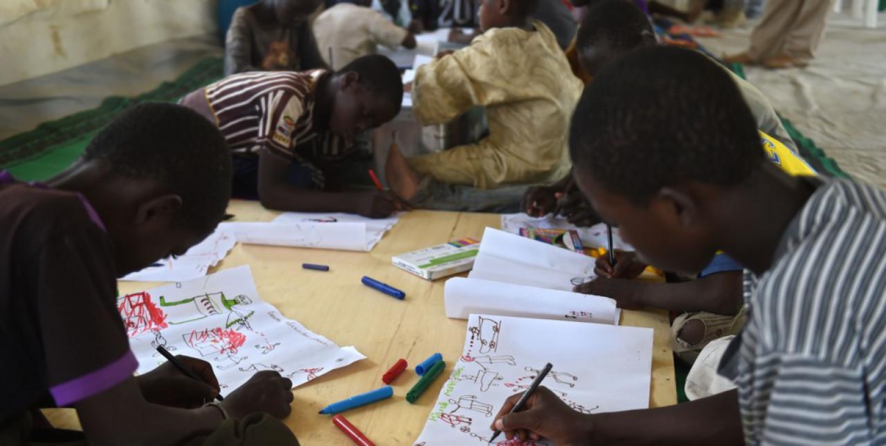 Niger: scuola e sport per ritrovare la serenità