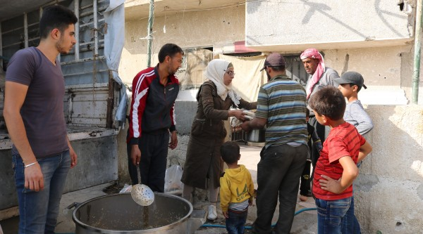 Provision of hot meals for displaced persons in East Ghouta