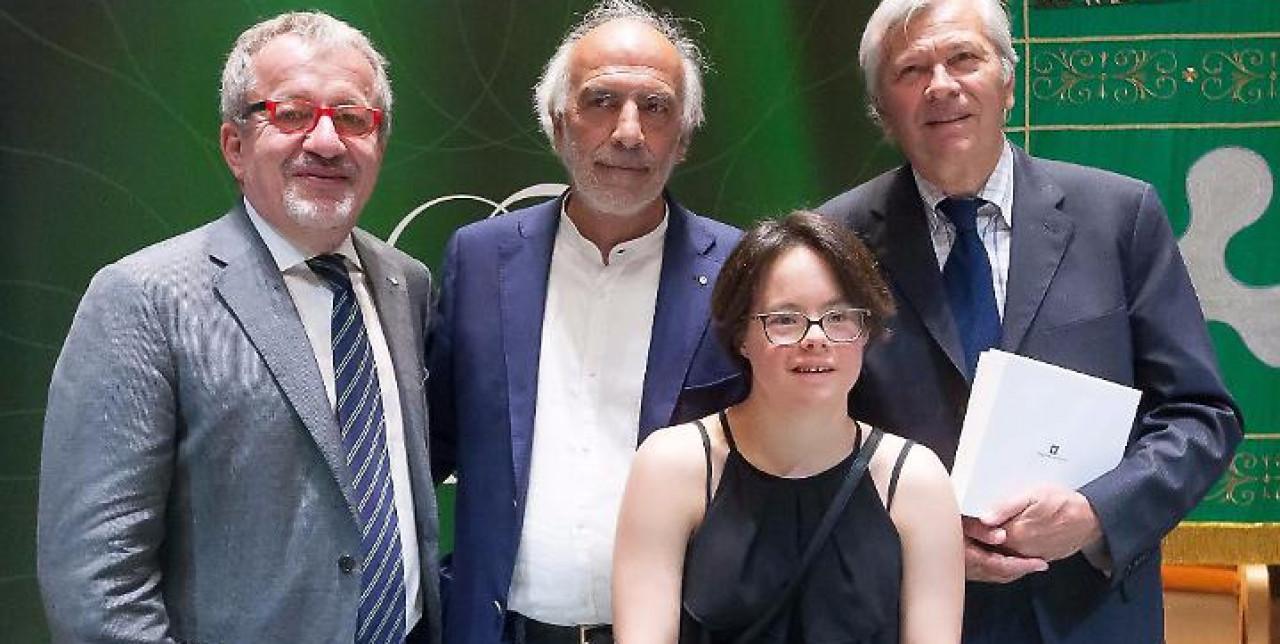 Claudio Ceravolo riceve il Premio Rosa Camuna